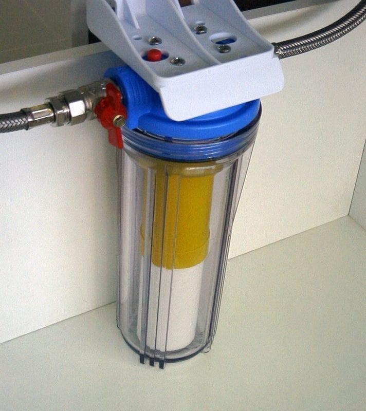 pieslēgts ūdens attīrīšanas filtrs
