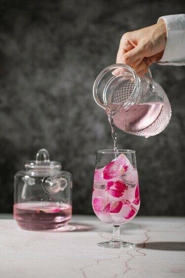 Attīrīts ūdens uz galda